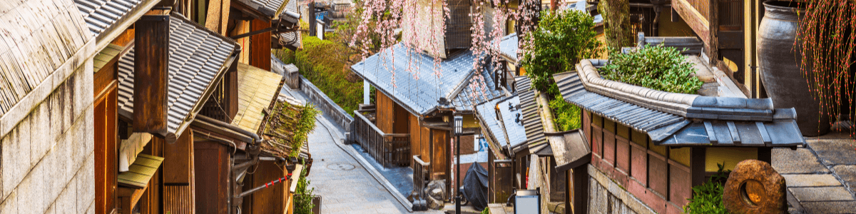 Photograph of a street in Kyoto